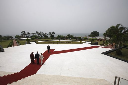 World Travel Photos :: Liberia - Monrovia :: Lawn at the Back of the Presidential Palace @ Monrovia,Liberia