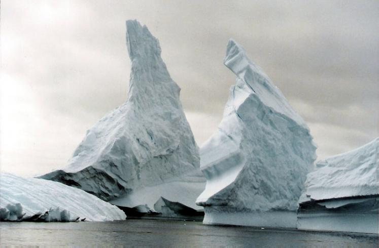 World Travel Photos :: Ice and Water :: Antarctica. Icebergs