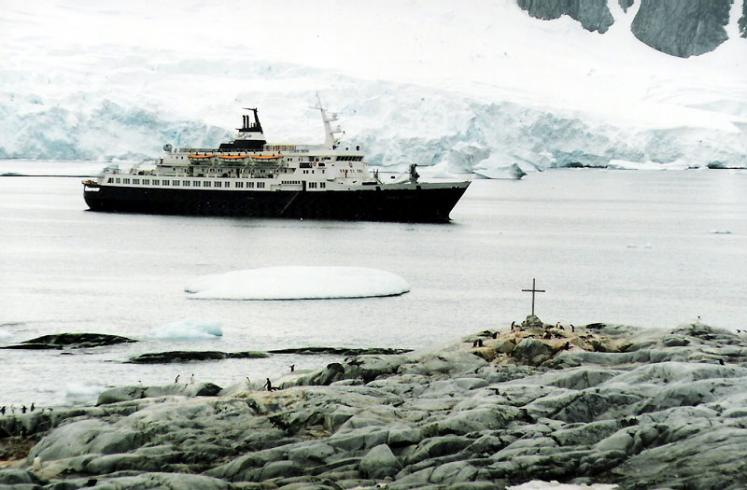 World Travel Photos :: Travel to Antarctica :: Antarctica. Russian Ship