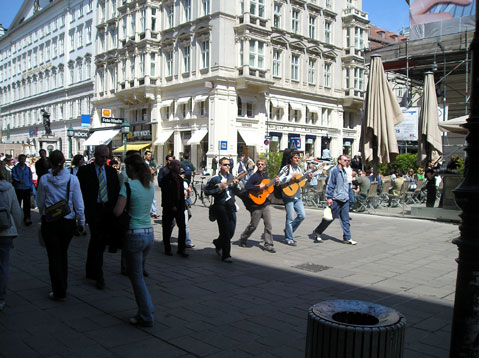 World Travel Photos :: Fragments of city life :: Vienna. Music is in the air