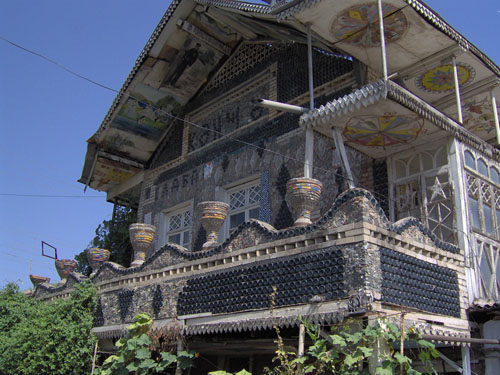 World Travel Photos :: site-photo :: Azerbaijan. Gandja - a house made of bottles