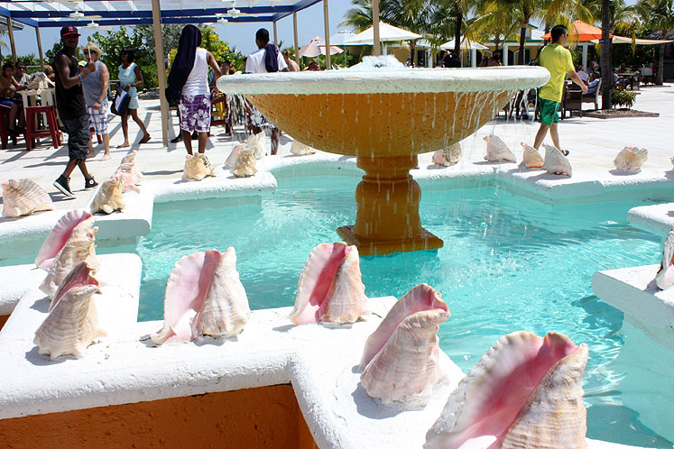 World Travel Photos :: Fountains :: Bahamas. Half Moon Cay - a fountain decorated by huge sea shells