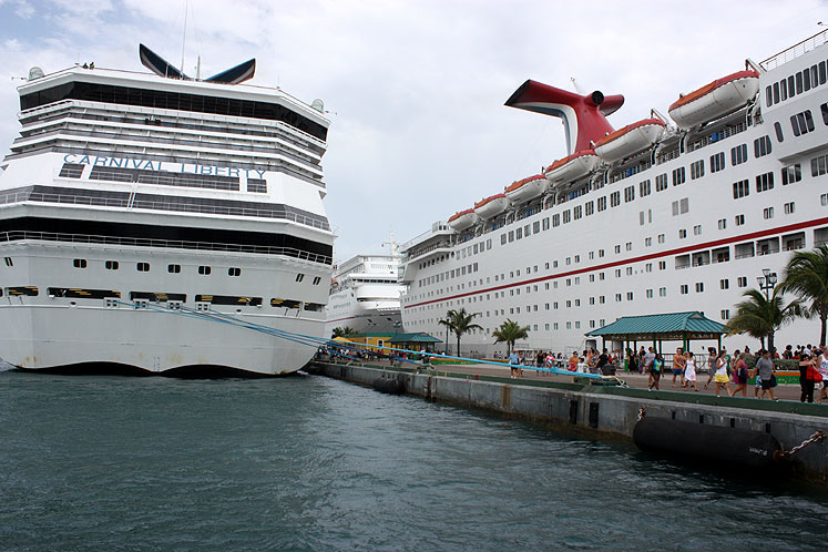 Bahamas nassau cruise ships at the port world travel pictures n14516 - Cruise port nassau bahamas ...