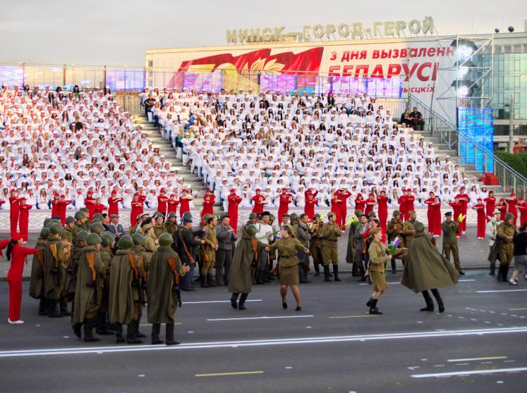 World Travel Photos :: aWa :: Minsk, Belarus - preparations for the Independence Day parade