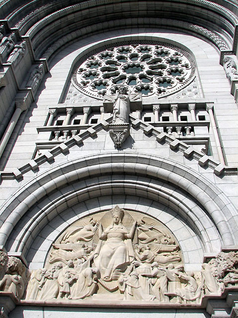 World Travel Photos :: Churches :: Decorations on the front of Basilica of Sainte-Anne-de-Beaupré