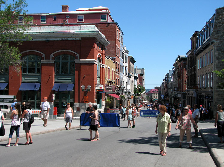 World Travel Photos :: Canada - Quebec - Quebec City :: Quebec City - summer crowd in the old city
