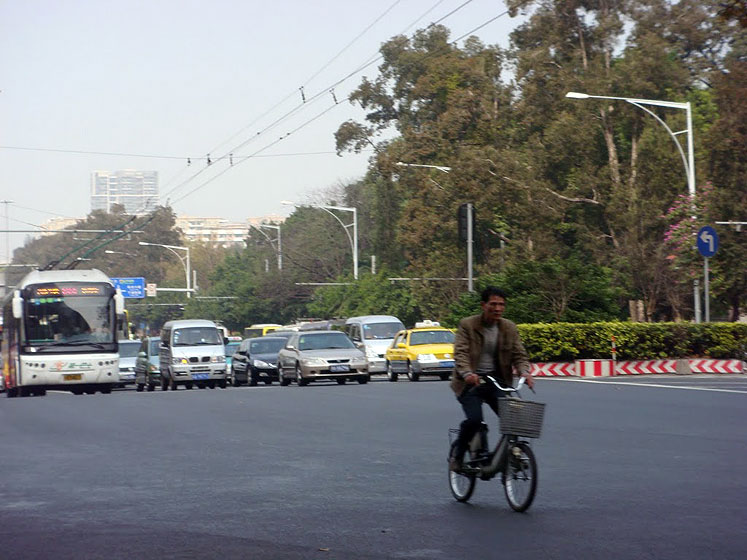 World Travel Photos :: Polin :: Guangzhou - a bicyclist in a traffic