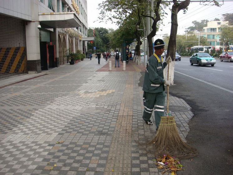 World Travel Photos :: Polin :: A street cleaning in Guangzhou