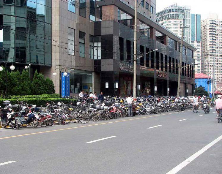 World Travel Photos :: Fragments of life :: Shanghai. There are more bicycles than cars!