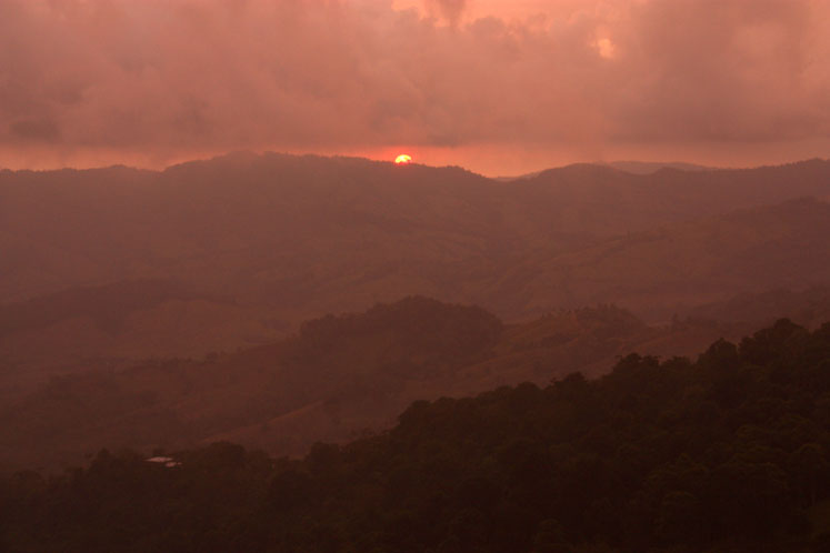 World Travel Photos :: Sunsets :: A beautiful sunset in the mountains of Costa Rica