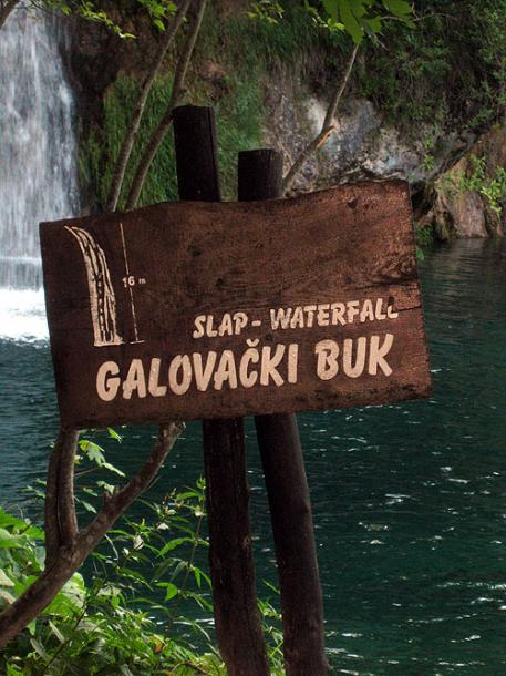 World Travel Photos :: Eidemara :: Croatia.Plitvice Lakes National Park - a waterfall sign