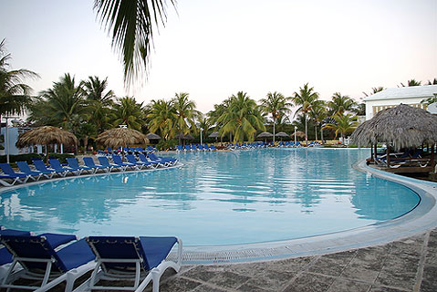 World Travel Photos :: Cuba - Cayo Coco :: CUba. Cayo Coco - swimming pool in the hotel