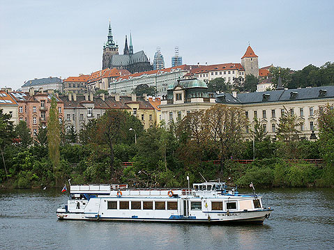 World Travel Photos :: St. Vitus Cathedral :: Prague. Prague Castle - view from the river