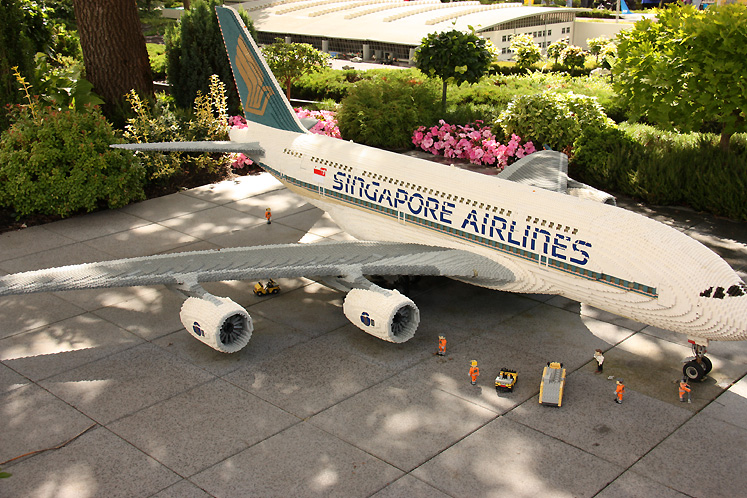 World Travel Photos :: Torontonian :: Billund. Legoland - an airplane made of LEGO