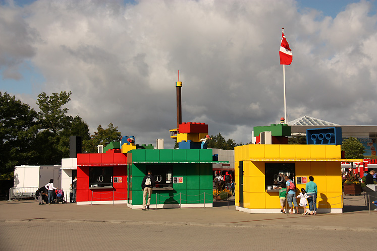 World Travel Photos :: visitor :: Billund. Legoland - ticket booths