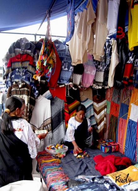 World Travel Photos :: Ecuador  - Misc :: Indian girls  - Indian market in the city of Otavalo, ecuadorin highlands