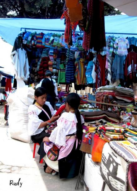 World Travel Photos :: Ecuador  - Misc :: Indian girls - The indian market in the city of Otavalo, ecuadorian highlands