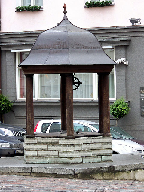 World Travel Photos :: Estonia - Tallinn :: Tallinn. Old well