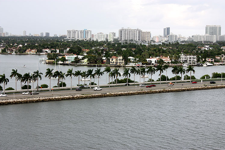 World Travel Photos :: USA - Florida - Miami :: Miami - a beautiful road surrounded by water
