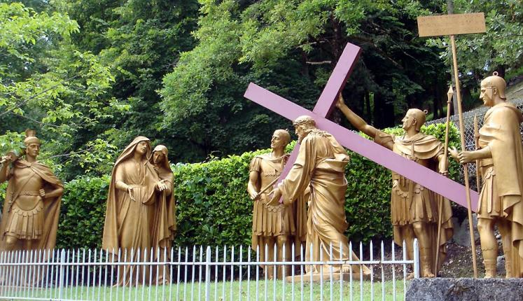 World Travel Photos :: France - Lourdes :: Lourdes. Way of the Cross -  4th Station: Jesus meets His holy mother