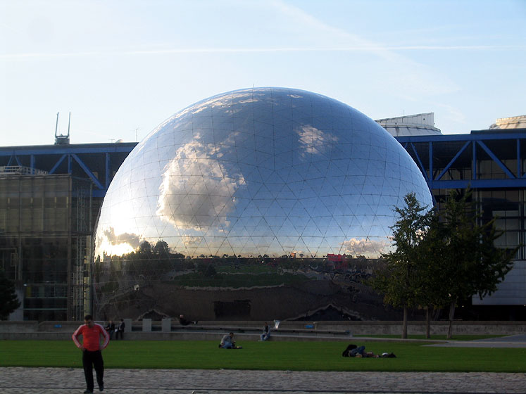 World Travel Photos :: Reflections :: Paris, Science Center