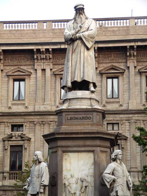 World Travel Photos :: Italy - Milano :: Milan. Statue of Leonardo
