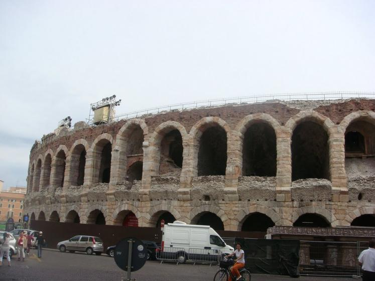World Travel Photos :: Italy - Misc :: Verona - a view from the bus