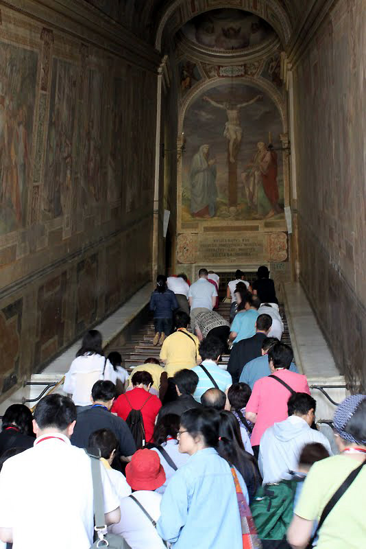 World Travel Photos :: Italy - Rome :: Roma. Holy stairs (Scala Sancta)