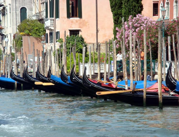 World Travel Photos :: Italy - Venice :: Venice. Gondolas