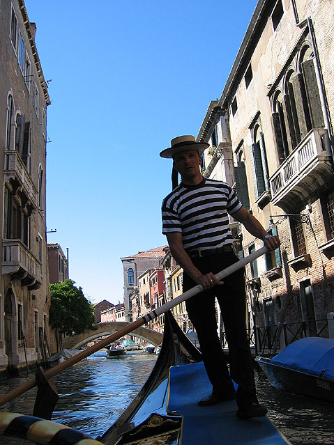 World Travel Photos :: Landmarks around the world :: Venice. Gondolier