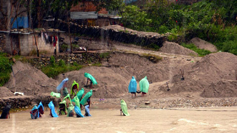 World Travel Photos :: Nepal  :: Digging mud in Kathmandu