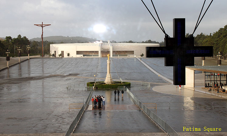 World Travel Photos :: Joseph :: Portugal. Fatima Square and a cross