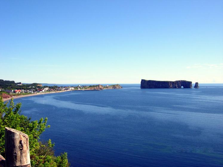 World Travel Photos :: Canada - Québec - Percé :: Percé Rock - still ocean