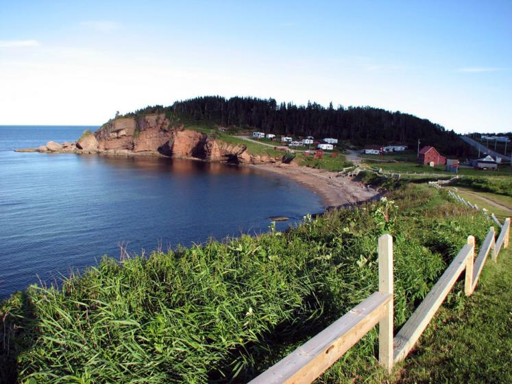 World Travel Photos :: Canada - Québec - Percé :: On the way to Percé. Rock of the chief from afar