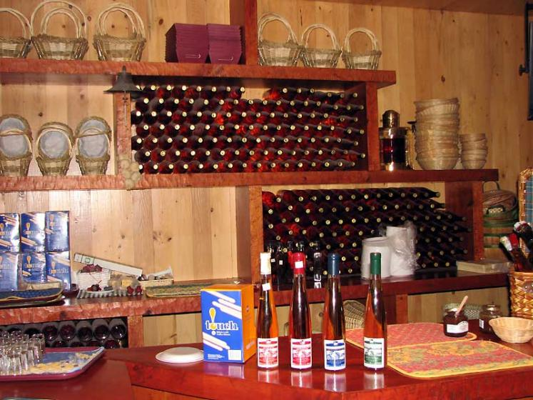 World Travel Photos :: Canada - Quebec - l´Ile-d´Orleans  :: Ile d´Orleans, Quebec - apple wines tastint and sale