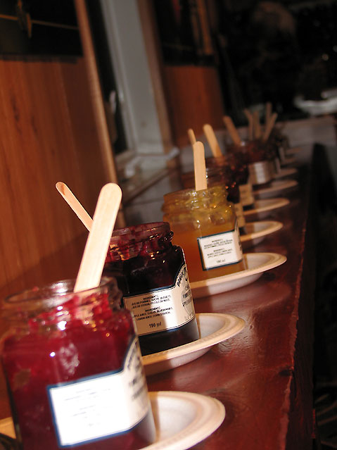 World Travel Photos :: Canada - Quebec - l´Ile-d´Orleans  :: Ile d´Orleans, Quebec - jam tasting