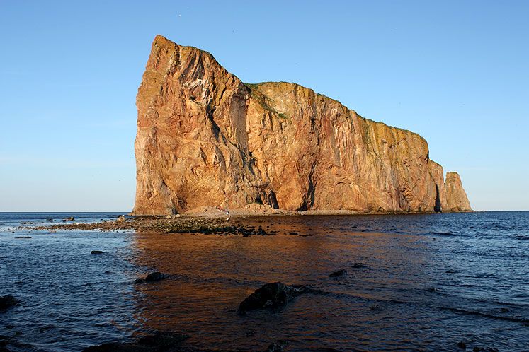 World Travel Photos :: Canada - Québec - Percé :: Quebec. A side view of the Percé Rock