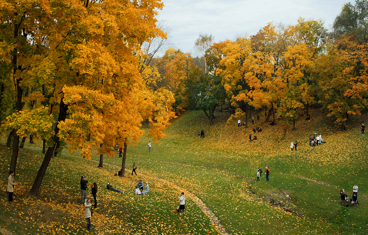 World Travel Photos :: Fall views :: Moscow. A park in Tsaritsino - autumn and people