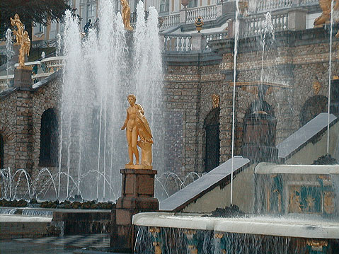 World Travel Photos :: Russia - St. Petersburg :: St. Petersburg. Peterhof - Big Palace and a part of Grand Cascade fountains.