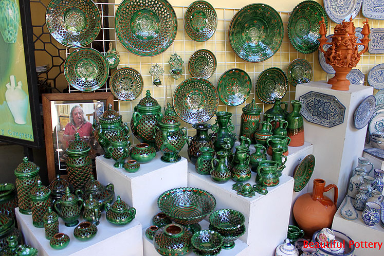 World Travel Photos :: Spain - Cordoba :: Cordoba. Pottery in a souvenir shop