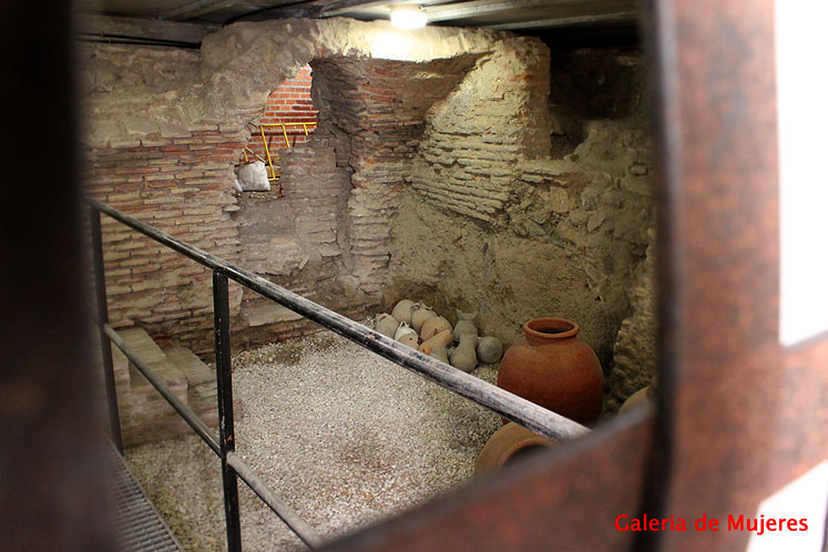 World Travel Photos :: Spain - Toledo :: Toledo. Galeria de Mujeres