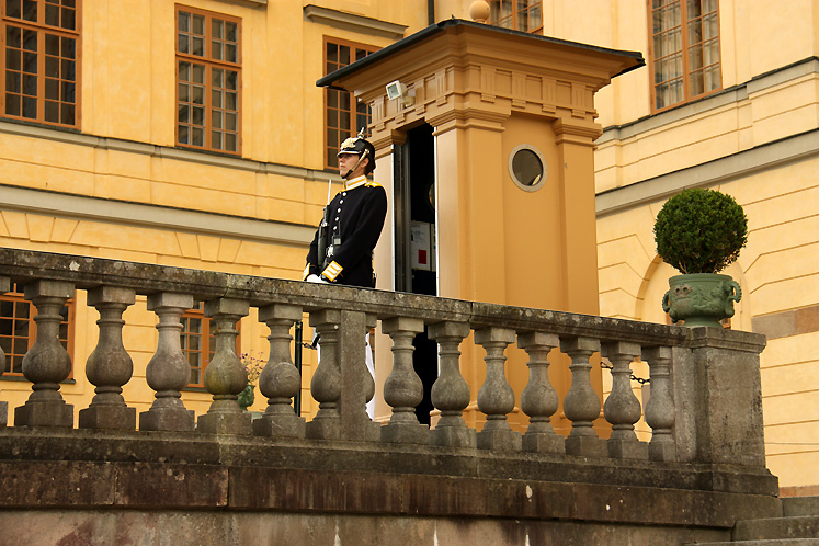 World Travel Photos :: visitor :: A Royal Guard in the Drottningholm Palace