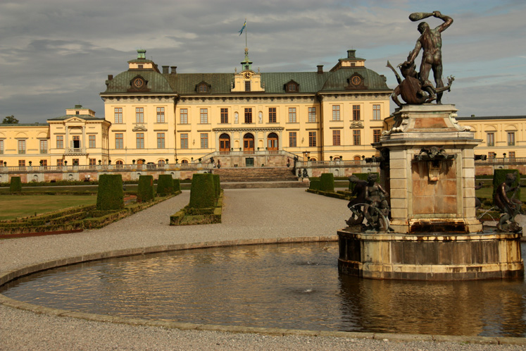 World Travel Photos :: Castles & palaces :: Drottningholm Palace - a view form the park side