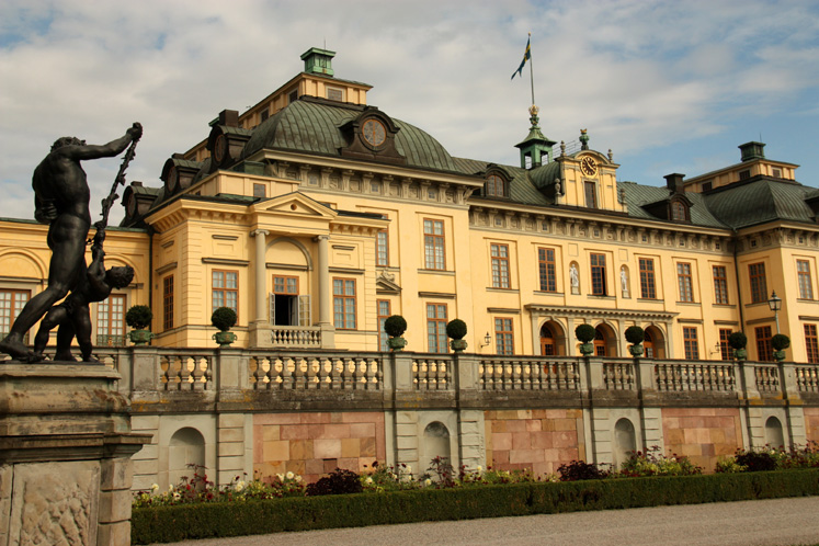 World Travel Photos :: Castles & palaces :: Drottningholm Palace - a view from the park side