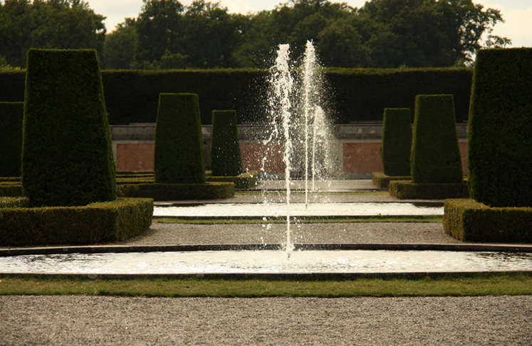 World Travel Photos :: Sweden - Drottningholm :: Drottningholm Palace - one of many fountains