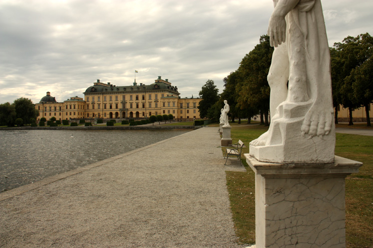World Travel Photos :: Sweden - Drottningholm :: Stockholm - a path from the pier to the Drottningholm Palace