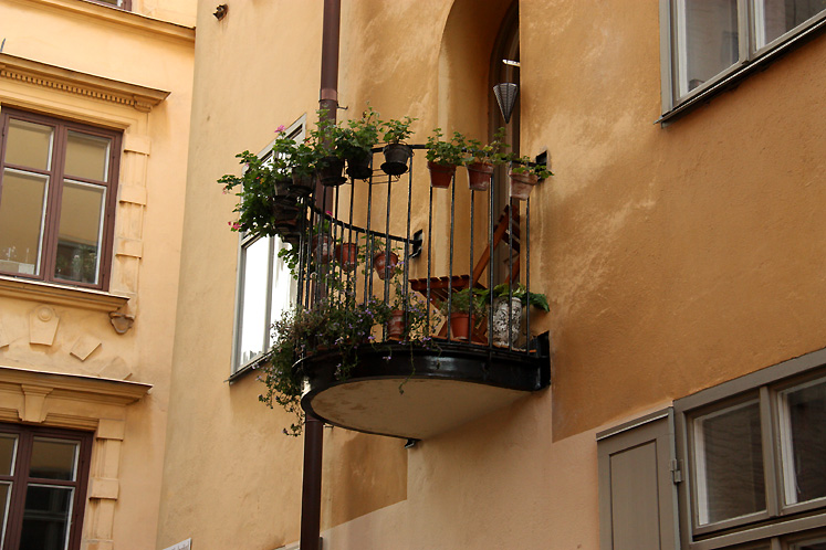 World Travel Photos :: Torontonian :: Stockholm. A cute balcony in Gamla stan