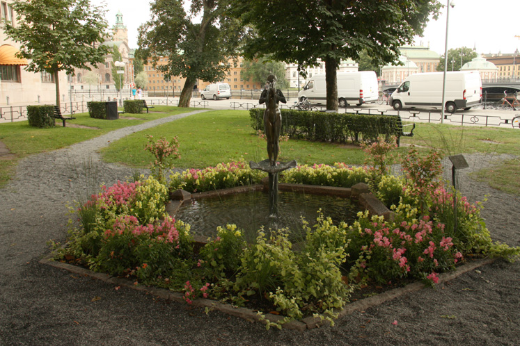 World Travel Photos :: Sweden - Stockholm :: Stockholm - a fountain in a small city park