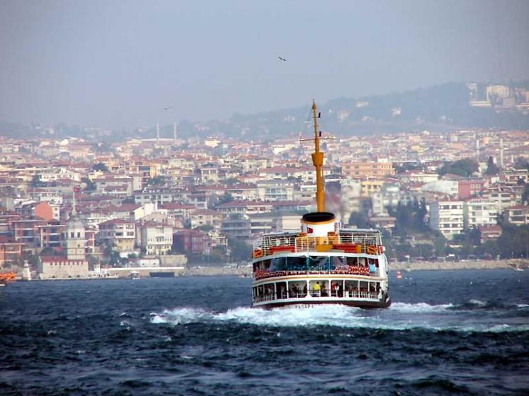 World Travel Photos :: Capitals of the world :: Tourist boat in Istanbul