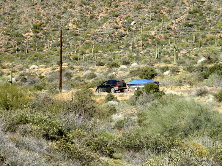 World Travel Photos :: USA - Arizona - Apache Trail :: Arizona. Apache Trail is not safe for driving, many tourists end up with flat tires...